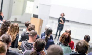 Experten für die Praxis bildet die Hochschule Wismar im Fernstudium aus. Ingenieure, Mathematiker und Naturwissenschaftler haben das Fernstudium bereits erfolgreich absolviert (Bild: HS Wismar/Shutterstock).